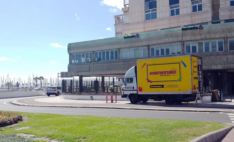 Camiones servicio Mudanzas ESMENSO. Servicio integral de Mudanzas